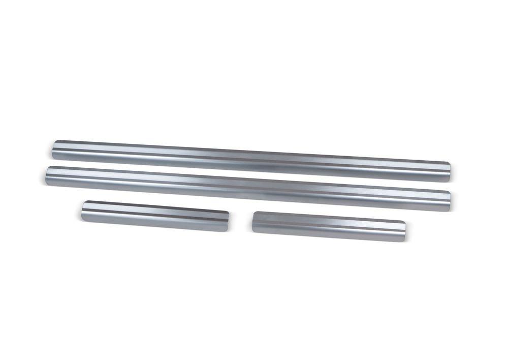"""Накладки на пороги Rival для Chevrolet Niva 2002-, 4 штNP.1004.3Накладки на пороги RIVAL Накладки на пороги создают индивидуальный интерьер автомобиля и защищают лакокрасочное покрытие от механических повреждений - Использование высококачественной итальянской нержавеющей стали AISI 304. - Надежная фиксация на автомобиле с помощью """"фирменного"""" скотча 3М. - Устойчивое к истиранию изображение на накладках нанесено методом абразивной полировки. - Идеально повторяют геометрию порогов автомобиля. Уважаемые клиенты! Обращаем ваше внимание, что накладки имеют форму и комплектацию, соответствующую модели данного автомобиля. Фото служит для визуального восприятия товара."""