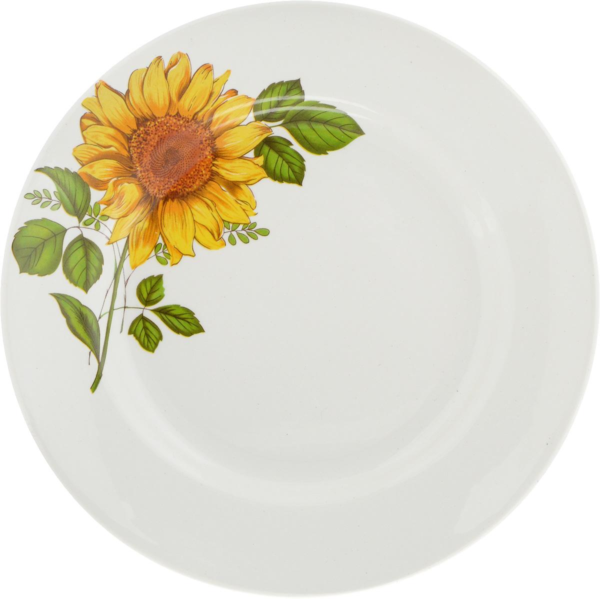 Тарелка десертная Кубаньфарфор Подсолнух, диаметр 17,5 см057_ПодсолнухДесертная тарелка Кубаньфарфор Подсолнухи, изготовленная из фаянса с глазурованным покрытием, декорирована изображением подсолнуха. Такая тарелка украсит сервировку вашего стола и подчеркнет прекрасный вкус хозяина, а также станет отличным подарком.