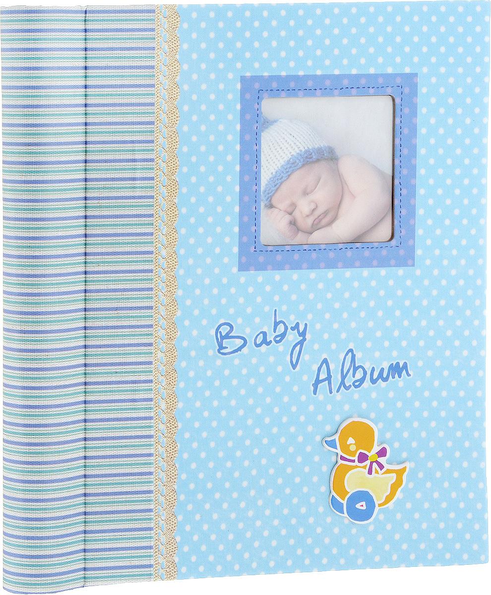 Фотоальбом Platinum Малыши-3, 20 листов2М1615_голубойФотоальбом Platinum Малыши-3 сохранит моменты ваших счастливых мгновений на своих страницах. Обложка выполнена из плотного картона и оформлена красочными рисунками. С лицевой стороны обложки имеется поле для фотографии. Переплет на пружине. Альбом имеет магнитные листы, изготовленные из картона с покрытием ПВХ-пленкой. Такие листы обладают следующими преимуществами: - Не нужно прикладывать усилий для закрепления фотографий, - Не нужно заботиться о размерах фотографий, так как вы можете вставить в альбом фотографии разных размеров, - Защита фотографий от постоянных прикосновений зрителей с помощью пленки ПВХ. Нам всегда так приятно вспоминать о самых счастливых моментах жизни, запечатленных на фотографиях. Поэтому фотоальбом является универсальным подарком к любому празднику. Вашим родным, близким и просто знакомым будет приятно помещать фотографии в этот альбом. Количество листов: 20 шт. Максимальный размер фотографии: 19 х 26 см....