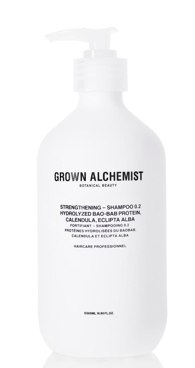 Grown Alchemist Укрепляющий шампунь 500 млGRA0167Эффективная формула тщательно очищает волосы и восстанавливает после химического воздействия, горячих укладок и контактов с окружающей средой. Делает волосы здоровыми на вид, увлажненными, мягкими и блестящими.