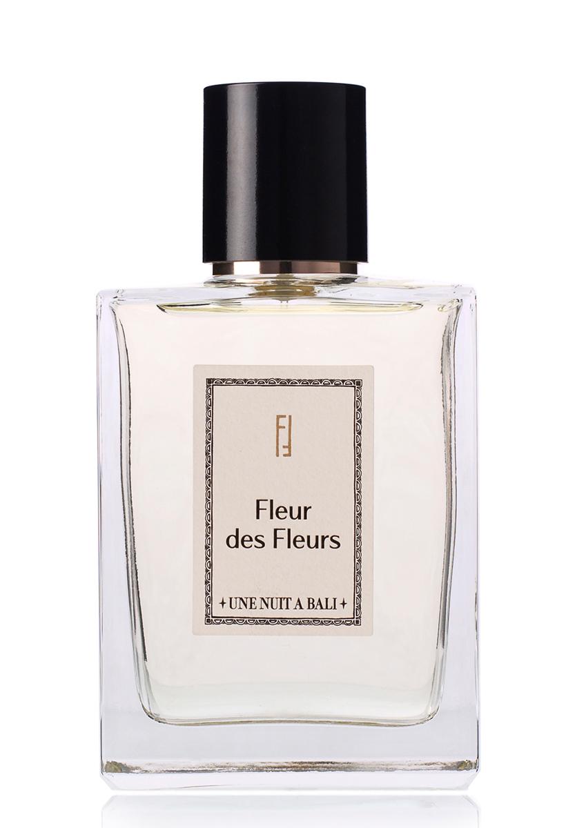 Une Nuit A Bali Парфюмерная вода Fleur des Fleurs 100 млUNABPARFF100Иланг-иланг выделяется среди них своим многогранным ароматом, а также невероятной пользой для души и тела, вот почему его название переводится с малаи?ского языка как «цветок цветов». Жасмин – ночной цветок, терпеливо дожидающии?ся заката, чтобы в темноте отдать свой теплый насыщенный аромат. Fleur des Fleurs – ода нежным белым лепесткам иланг-иланга и цветкам жасмина, раскрывающимся интенсивным аккордом на пудровой древесной базе.