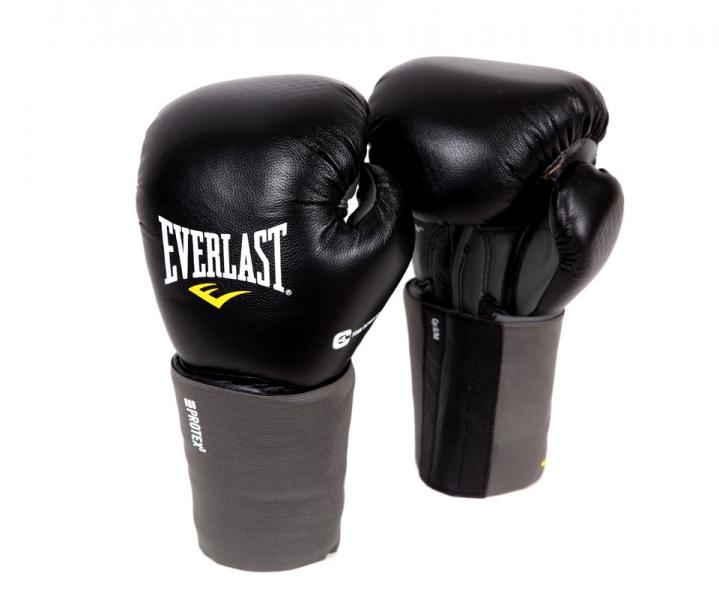 Перчатки для единоборств Everlast Protex3, вес 16 унций. Размер L/XL111601LXLUБоксерские перчатки Protex 3 Hook & Loop Training Gloves имеют следующие особенности: Инновационная технология набивки EverGel амортизирует удары и оберегает суставы пальцев во время тренировок. Анатомическая манжета с пенным наполнителем обеспечивает наилучшую защиту запястья. Снабжены сменным эластичным чехлом, который предотвращает травмы во время тренировок. Натуральная высококачественная кожа обеспечивает максимальную защиту и повышает срок службы перчаток.