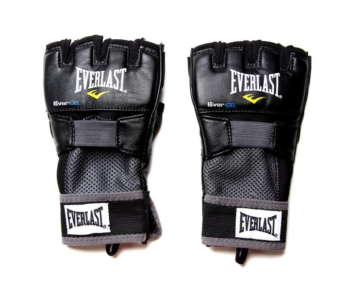 Перчатки гелевые Everlast Evergel Weight Lifting. Размер L4356BLЭти боксерские перчатки прекрасно подходят как для тренировок по боксу, так и для тяжелой атлетики. Их ключевые особенности это: Инновационная технология Evergel™, которая не только обеспечивает прекрасную амортизацию ударов, но и гарантирует безопасность суставов пальцев при тренировках. Технология Evergrip™, которая защищает поверхность ладони при занятиях тяжелой атлетикой и фитнесом, а также обеспечивает прочность и долговечность перчаток.