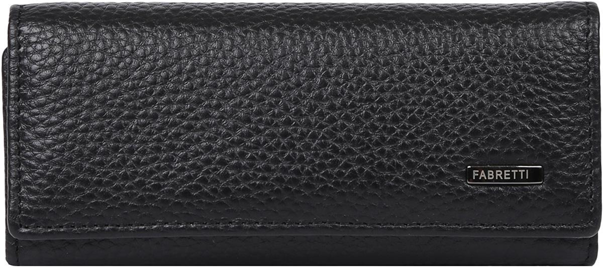 Ключница мужская Fabretti, цвет: черный. 51002-black51002-blackКлассическая мужская ключница от итальянского бренда Fabretti выполнена из натуральной кожи, которая имеет невероятно мягкую и пористую фактуру. Классический черный цвет, лаконичная форма и изысканная фурнитура в оттенке металлик подчеркнут вашу неповторимую элегантную статусность. Внутри находится разъем для ключей с тремя специальными держателями и удобное отделение на молнии.