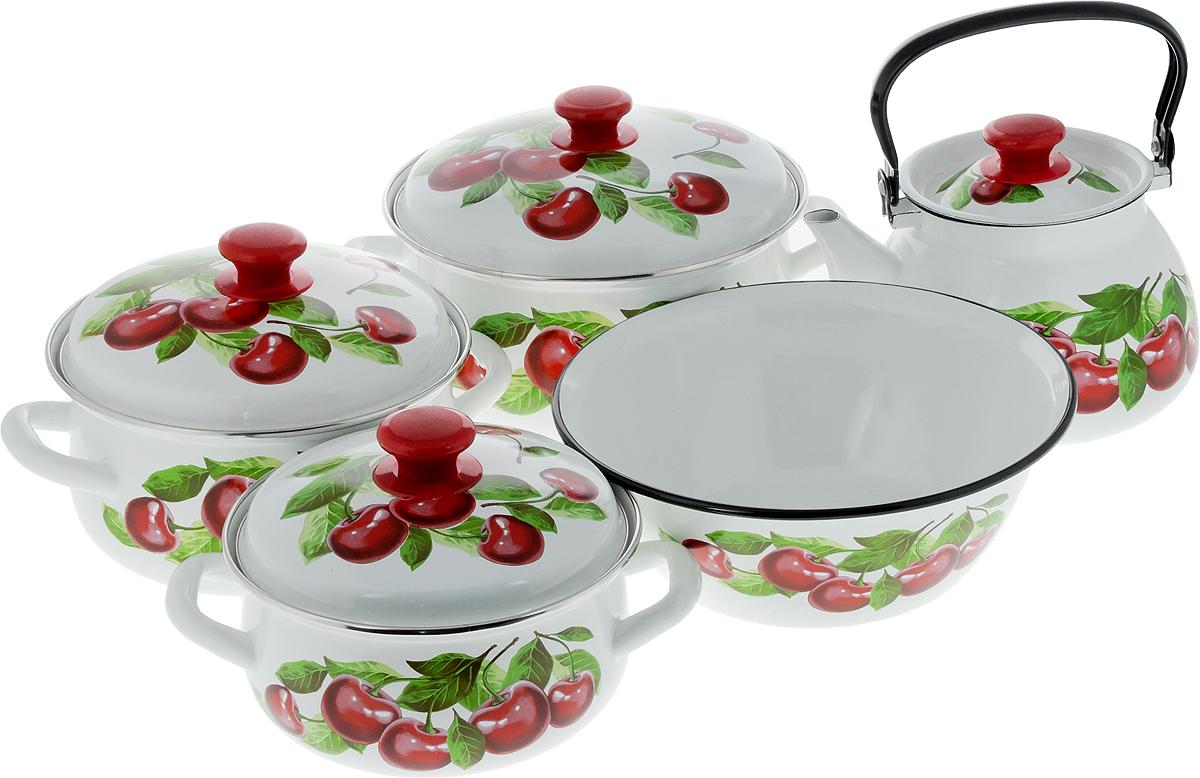 Набор посуды КМК Вишневый сад - 2М, 9 предметовВишневый сад-2МНабор посуды КМК Вишневый сад - 2М состоит из миски, трех кастрюль и чайника с крышками. Изделия изготовлены из высококачественной стали с эмалированным покрытием и оформлены изображением вишни. Эмалевое покрытие, являясь стекольной массой, не вызывает аллергии и надежно защищает пищу от контакта с металлом. Внутренняя поверхность идеально ровная, что значительно облегчает мытье. Покрытие устойчиво к механическому воздействию, не царапается и не сходит, а стальная основа практически не подвержена механической деформации, благодаря чему срок эксплуатации увеличивается. Кастрюли и чайник оснащены крышками, выполненными из стали с эмалированным покрытием. Крышки плотно прилегают к краям изделий и имеют удобные пластиковые ручки. Чайник оснащен стальной ручкой. Подходят для всех типов плит, включая индукционные. Можно мыть в посудомоечной машине. Высота стенок кастрюль: 9,5 см, 11,5 см, 12,5 см. Диаметр кастрюль (по верхнему краю): 20...