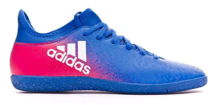 Бутсы для футзала для мальчика adidas X 16.3 in j, цвет: синий, красный. BB5720. Размер 5 (37)BB5720Бутсы для мальчика Adidas X 16.3 in j с верхом techfit обеспечивает идеальную посадку без разнашивания и траты времени на шнуровку. Модель с классической шнуровкой. Стелька, выполненная из мягкого текстиля, обеспечивает комфорт и отличную амортизацию. Легкая подошва Chaos, адаптированная для игры в зале, обеспечивает безупречное сцепление с гладкими полированными поверхностями для игры на максимальных скоростях.