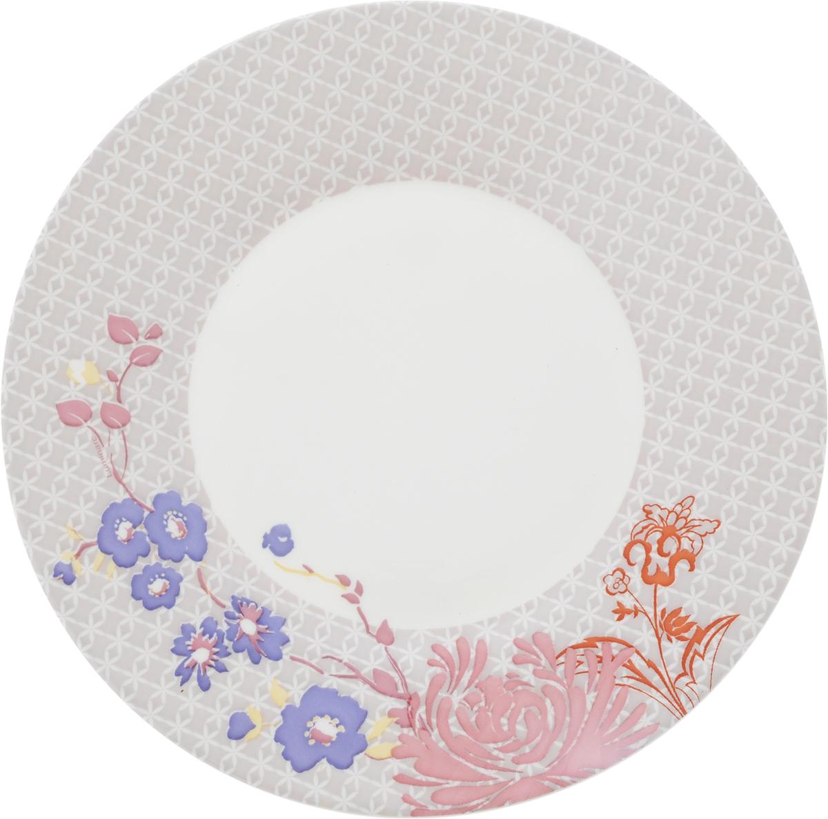 Тарелка десертная Luminarc Covent Garden, диаметр 22 смL1057Тарелка десертная Luminarc Covent Garden, декорированная нежным цветочным рисунком, изготовлена из высококачественного ударопрочного стекла. Изделие устойчиво к повреждениям и истиранию, в процессе эксплуатации не впитывает запахи и сохраняет первоначальные краски. Посуда Luminarc обладает не только высокими техническими характеристиками, но и красивым эстетичным дизайном. Luminarc - это современная, красивая, практичная столовая посуда. Такая тарелка идеально подходит для красивой сервировки десертных блюд. Можно мыть в посудомоечной машине.