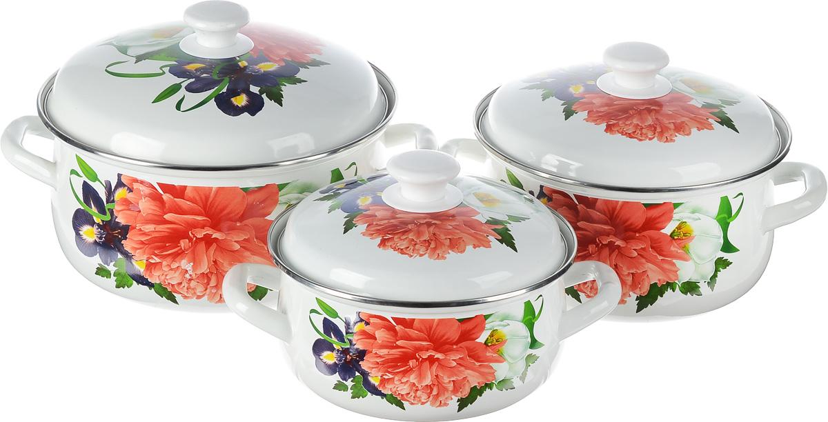 Набор посуды КМК Браво-1, 6 предметовБраво-1Набор посуды КМК Андорра, состоящий из трех кастрюль и чайника с крышками, изготовлен из высококачественной стали с эмалированным покрытием и оформлен изображением цветов. Эмалированное покрытие славиться своей безопасностью и добротностью. Эмалевое покрытие, являясь стекольной массой, не вызывает аллергии и надежно защищает пищу от контакта с металлом. Внутренняя поверхность идеально ровная, что значительно облегчает мытье. Покрытие устойчиво к механическому воздействию, не царапается и не сходит, а стальная основа практически не подвержена механической деформации, благодаря чему срок эксплуатации увеличивается. Кастрюли и чайник оснащены крышками, выполненными из стали с эмалированным покрытием. Крышки плотно прилегают к краям кастрюль, предотвращая проливание жидкости и сохраняя аромат блюд, и имеют удобные пластиковые ручки. Подходят для газовых, электрических и керамических плит. Можно мыть в посудомоечной машине. Высота стенок кастрюль:...