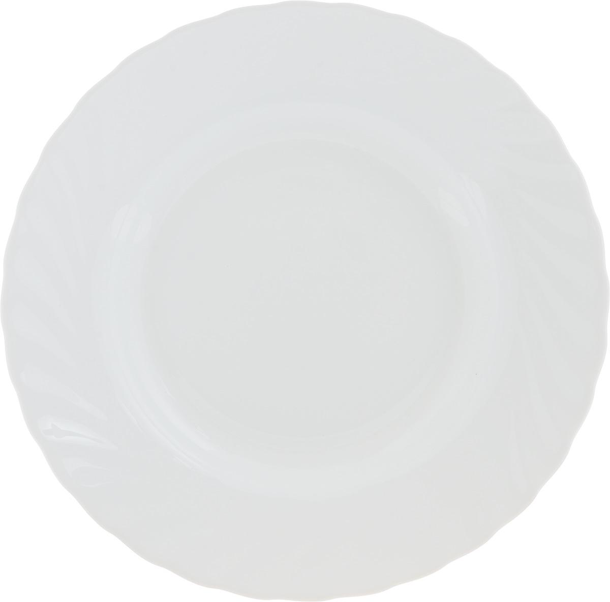 Тарелка суповая Luminarc Trianon White, диаметр 22 см61260Суповая тарелка Luminarc Trianon White, выполненная из высококачественной стеклокерамики, оформлена в классическом стиле. Изящный дизайн придется по вкусу и ценителям классики, и тем, кто предпочитает утонченность. Тарелка Chinbull идеально подойдет для сервировки стола и станет отличным подарком к любому празднику. Диаметр (по верхнему краю): 22 см. Высота стенки: 6 см.