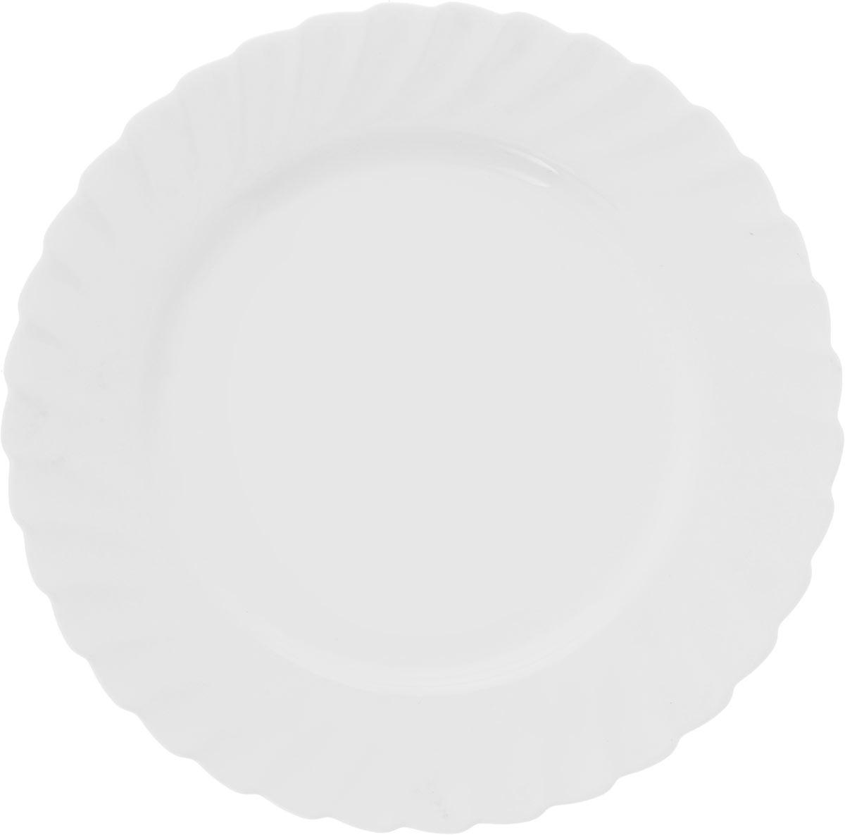Тарелка обеденная Luminarc Trianon, диаметр 27 см68977Тарелка обеденная Luminarc Trianon круглой формы изготовлена из высококачественного стекла. Изделие имеет универсальный дизайн, поэтому легко впишется в любой интерьер. Простота форм и белоснежный цвет выгодно подчеркнут изысканность ваших блюд. Посуда Luminarc обладает не только высокими техническими характеристиками, но и красивым эстетичным дизайном. Такая тарелка предназначена для красивой сервировки вторых блюд, а также ее можно использовать как подстановочную под тарелку для супа. Высота тарелки: 2 см. Диаметр тарелки: 27 см.