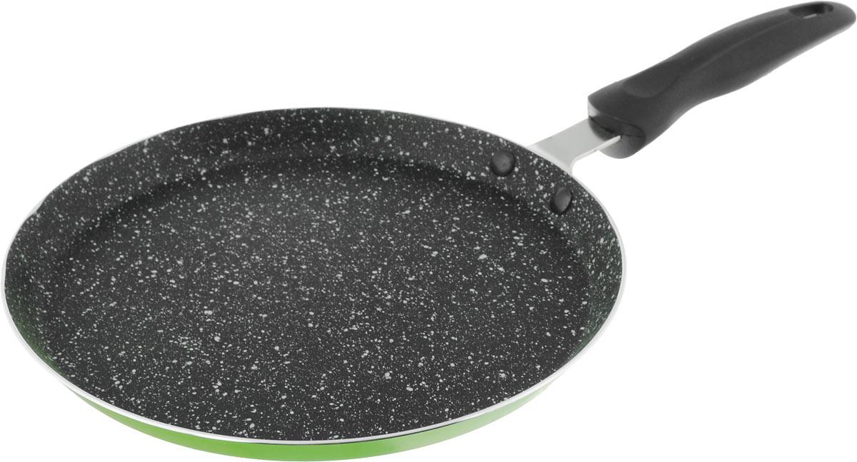 Блинница Calve, с антипригарным покрытием, цвет: салатовый, черный. Диаметр 24 смCL-1107_салатовый, черныйБлинница Calve изготовлена из алюминия, который обеспечивает равномерный нагрев. Слой антипригарного покрытия на внутренней поверхности посуды полностью устраняет пригорание пищи и ее прилипание к стенкам и дну посуды. Обжаренная в такой посуде пища отлично сохраняет свои вкусовые качества и имеет привлекательный, аппетитный вид. Во время приготовления можно использовать минимальное количество масла и жиров. Блинница оснащена удобной бакелитовой ручкой с отверстием для подвешивания. Можно использовать на газовых, электрических, стеклокерамических и галогеновых плитах. Диаметр блинницы (по верхнему краю): 24 см. Высота стенки: 2 см. Длина ручки: 18 см.