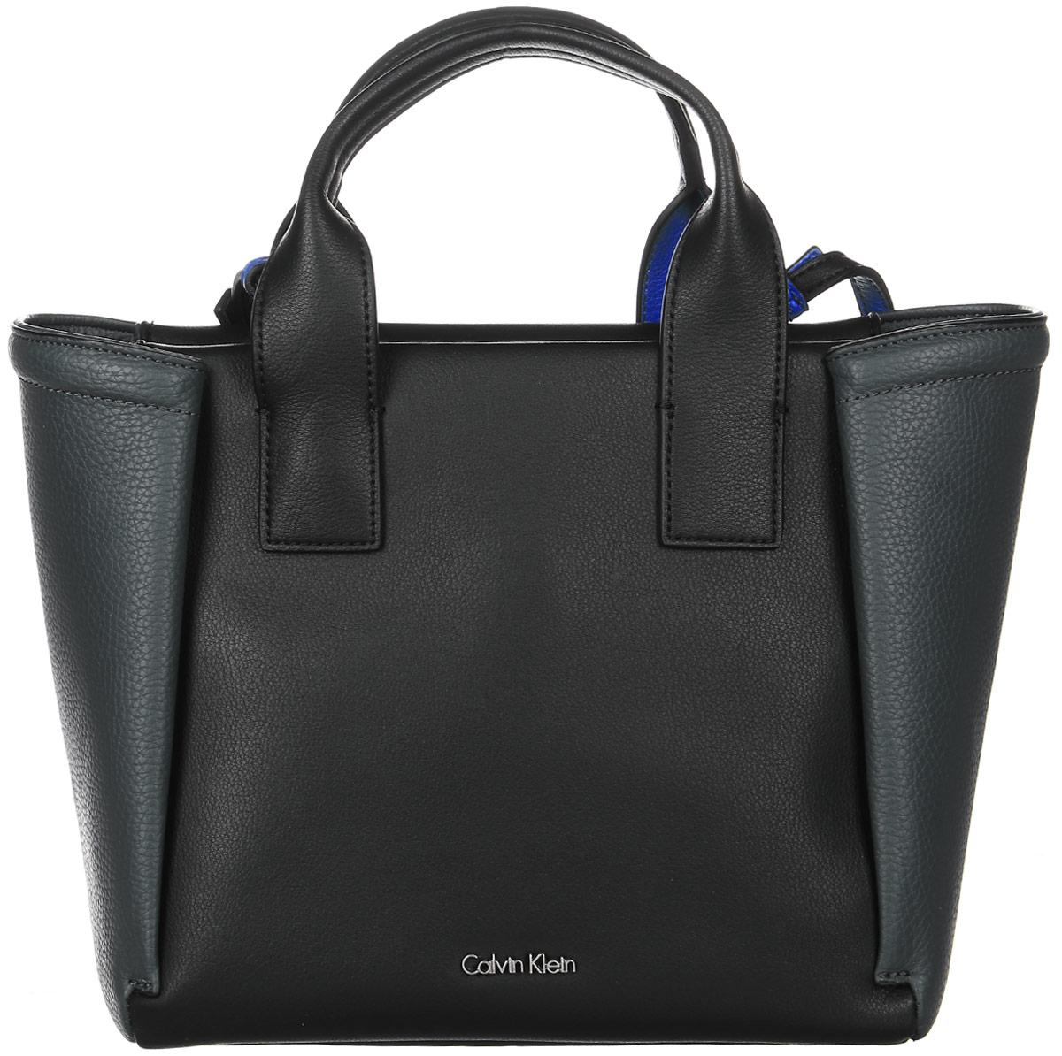 Сумка женская Calvin Klein Jeans, цвет: черный. K60K602482_0010K60K602482Стильная женская сумка Calvin Klein Jeans выполнена из полиуретана. Сумка имеет одно основное отделение, закрывающееся на застежку-молнию. Внутри модель имеет прорезной карман на застежке-молнии и два накладных открытых кармана. Изделие оснащено двумя удобными ручками и съемным плечевым ремнем.