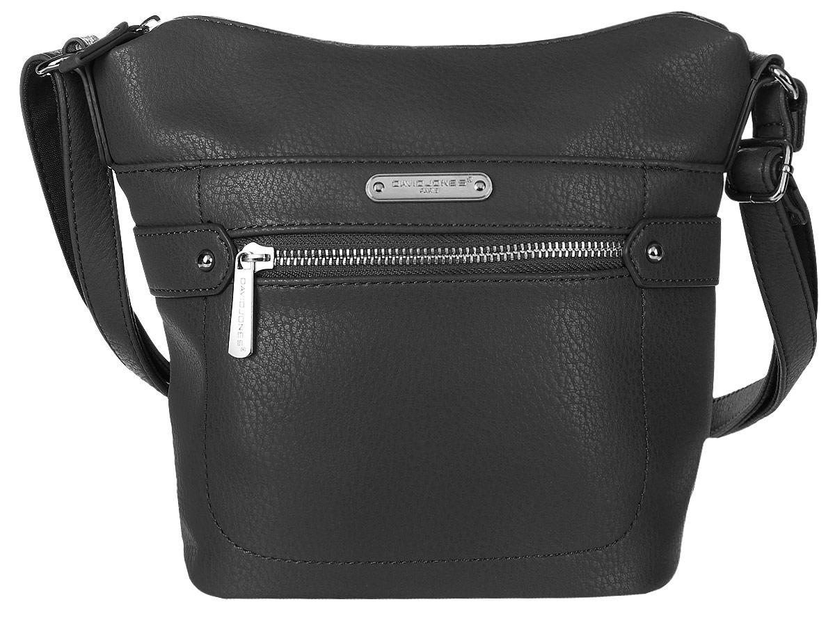Сумка женская David Jones, цвет: черный. 75535-175535-1 BLACKСтильная женская сумка David Jones выполнена из мягкой экокожи и с лицевой стороны оформлена металлической пластиной с названием бренда. Сумка имеет одно основное отделение, закрывающееся на застежку-молнию. Внутри расположены один прорезной карман на застежке-молнии и один накладной открытый карман. Снаружи, на передней стенке размещен прорезной карман на застежке-молнии и карман на магнитной кнопке, на задней стенке так же прорезной карман на молнии. Сумка оснащена удобным плечевым ремнем.