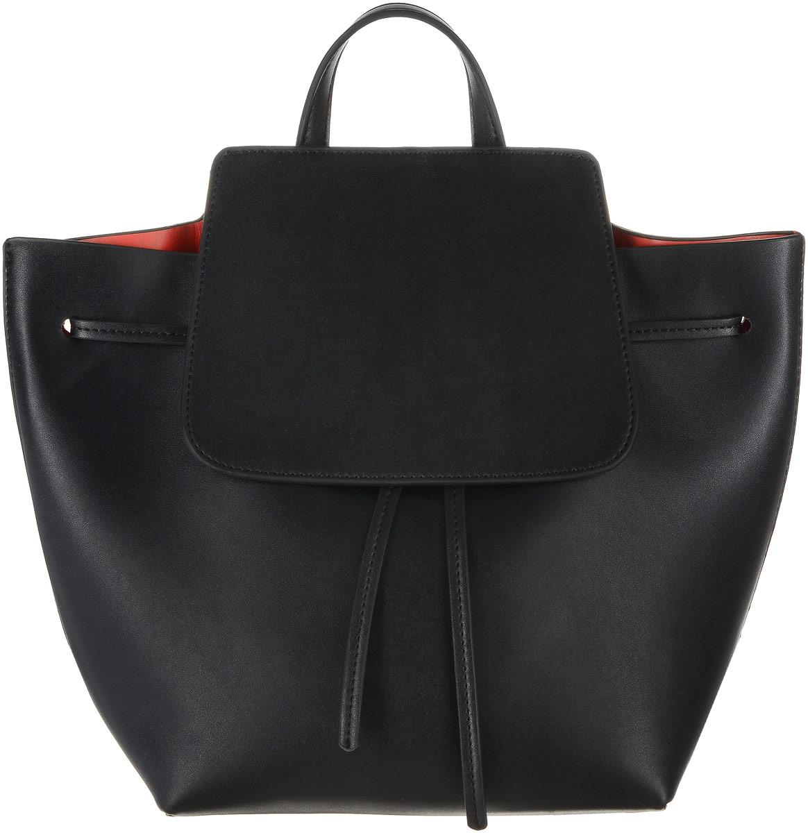 Рюкзак женский Vitacci, цвет: черный. HG0011HG0011Стильный женский рюкзак Vitacci выполнен из искусственной кожи. Рюкзак имеет одно основное отделение, которое закрывается на затягивающийся шнурок и клапан с магнитной кнопкой. Внутри карман на застежке-молнии. Рюкзак оснащен двумя регулируемыми по длине лямками и петлей для подвешивания.