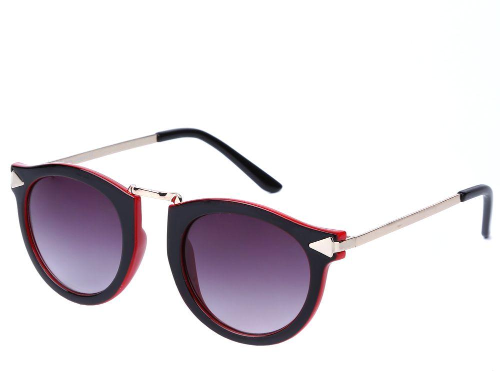 Очки солнцезащитные женские Fabretti, цвет: черный, красный, золотистый. J173475-2ZJ173475-2ZИзысканные женские очки от итальянского бренда Fabretti выполнены из пластика с добавлением прочного металла. Невероятно модная в этом сезоне форма, оправа и золотая фурнитура придает модели настоящую нотку итальянского шика. Коричневый цвет линз и мягкое градиентное покрытие превращают модель в универсальный аксессуар, который прекрасно дополнит любой стиль одежды. В комплектации с очками чехол, который можно использовать как салфетку.