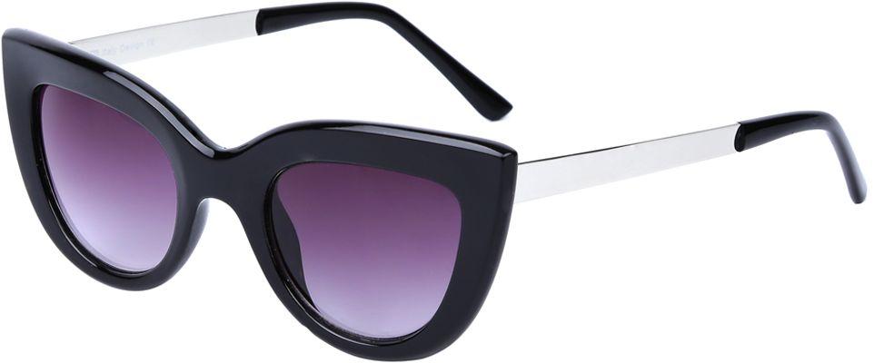 Очки солнцезащитные женские Fabretti, цвет: черный, пурпурный. J173961-1GJ173961-1GЯркие женские очки от итальянского бренда Fabretti выполнены в стильной форме кошачьего глаза. Классический черный цвет и дужки в стальном оттенке призваны добавить в ваш образ нотку настоящего итальянского шика. Дизайнерская широкая оправа воссоздает элегантность 50-х годов, поэтому аксессуар понравиться всем любительницам ретро-стиля. Градиентное покрытие линз, высокая степень защиты от солнечных лучей и надежное крепление дужек, - все это превращает модель в прочные и стильные очки, которые будут украшать вас на протяжении нескольких модных сезонов.