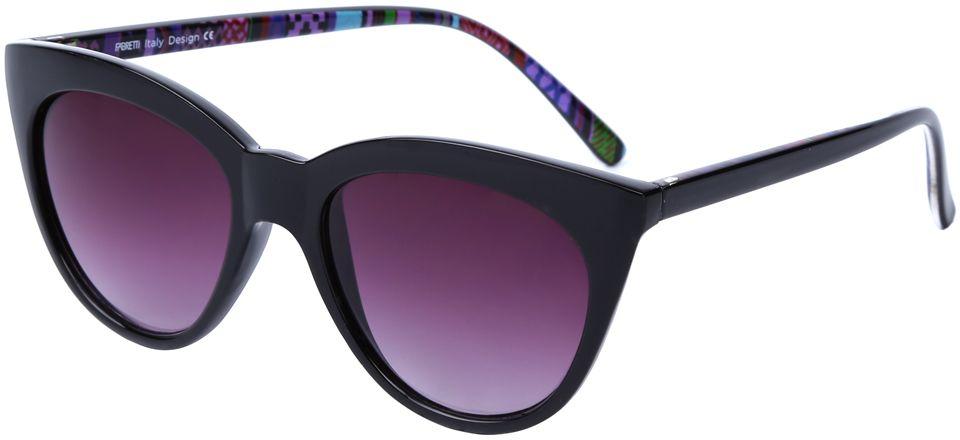 Очки солнцезащитные женские Fabretti, цвет: черный, пурпурный. J174252-2GJ174252-2GЯркие женские очки от итальянского бренда Fabretti выполнены в стильной форме кошачьего глаза. Классический черный цвет и орнамент на дужках призваны добавить в ваш образ нотку настоящего итальянского шика. Дизайнерская оправа воссоздает элегантность 50-х годов, поэтому аксессуар понравиться всем любительницам ретро-стиля. Градиентное покрытие линз, высокая степень защиты от солнечных лучей и надежное крепление дужек, - все это превращает модель в прочные и стильные очки удобные для вождения, а также незаменимые на отдыхе.
