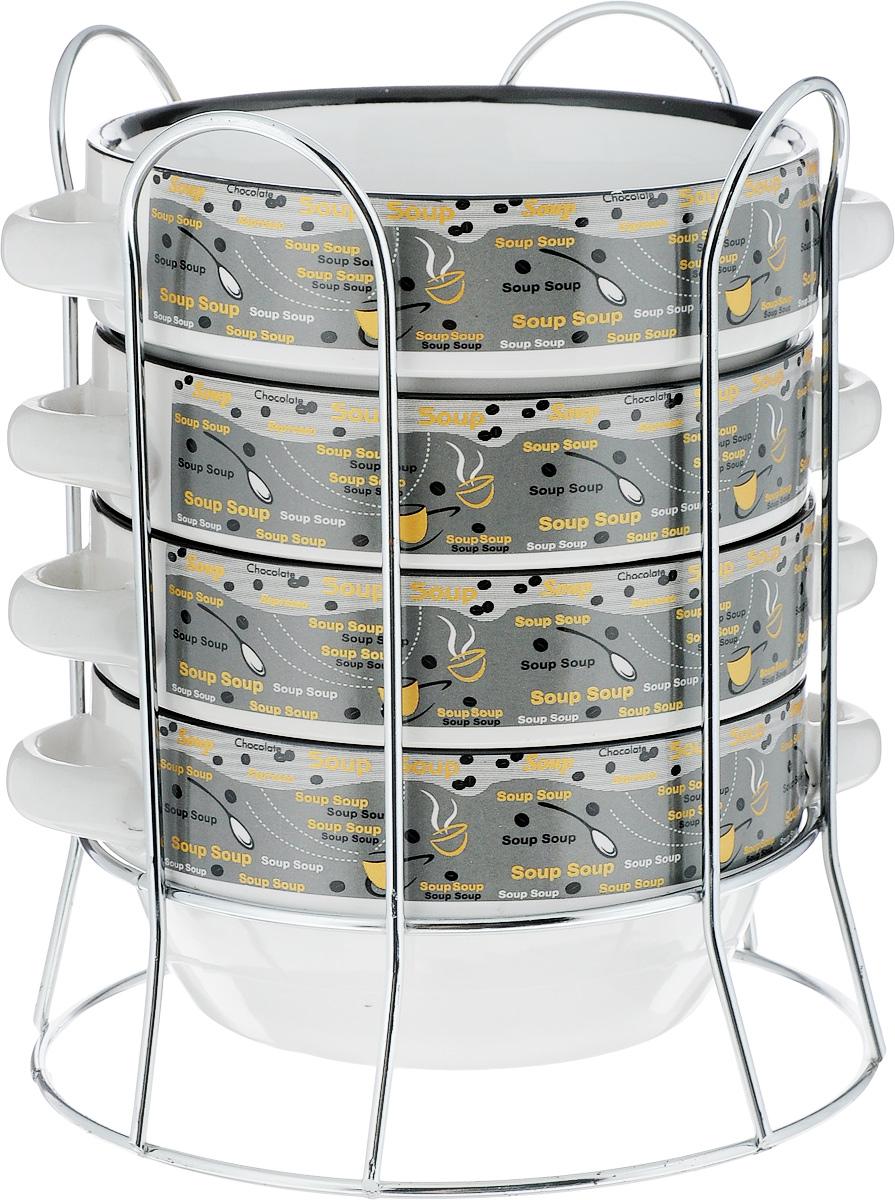 Набор супниц Loraine, на подставке, 575 мл, 5 предметов. 2128521285Набор Loraine включает четыре супницы, выполненные из высококачественной глазурованной керамики. Внешние стенки декорированы рельефом под плетение. Набор прекрасно подходит для подачи супов, бульонов и других блюд. Элегантный дизайн отлично впишется в интерьер любой кухни. Супницы компактно размещаются на подставке из железа. Посуду можно использовать в микроволновой печи и холодильнике, а также мыть в посудомоечной машине. Объем супниц: 575 мл. Диаметр супниц по верхнему краю: 14,5 см. Высота супниц: 7 см. Размер подставки: 20 х 15,5 х 16 см.
