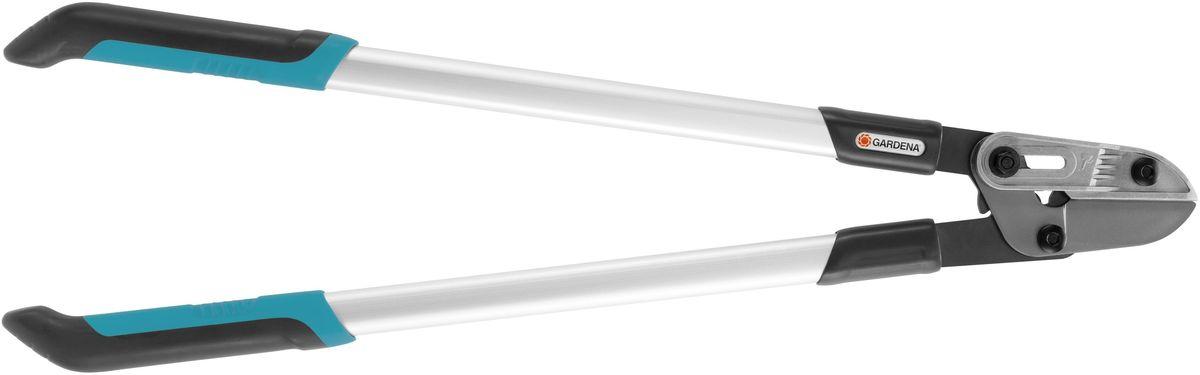 Сучкорез Gardena Comfort 760 A08777-20.000.00Сучкорез GARDENA Comfort 760A общей длиной 760 мм с наковаленкой и рычажной передачей. Сучкорез с наковаленкой идеально подходит для плавной и удобной обрезки жестких сухих веток диаметром до 42 мм. По сравнению с простой рычажной передачи, требуемая сила может быть уменьшена на 40%. Алюминиевые каплевидные ручки гарантируют высокую стабильность при небольшом весе и как следствие - легкость и точность работы. Сучкорез серии Comfort изготовлен из новейших материалов и имеет закаленные лезвия прецизионной заточки с покрытием от налипания, которые обеспечивают простоту обрезки и при этом без труда очищаются. Эргономичные рукоятки гарантируют надежный захват и комфортную работы. Имеется возможность замены наковаленки и ножа.
