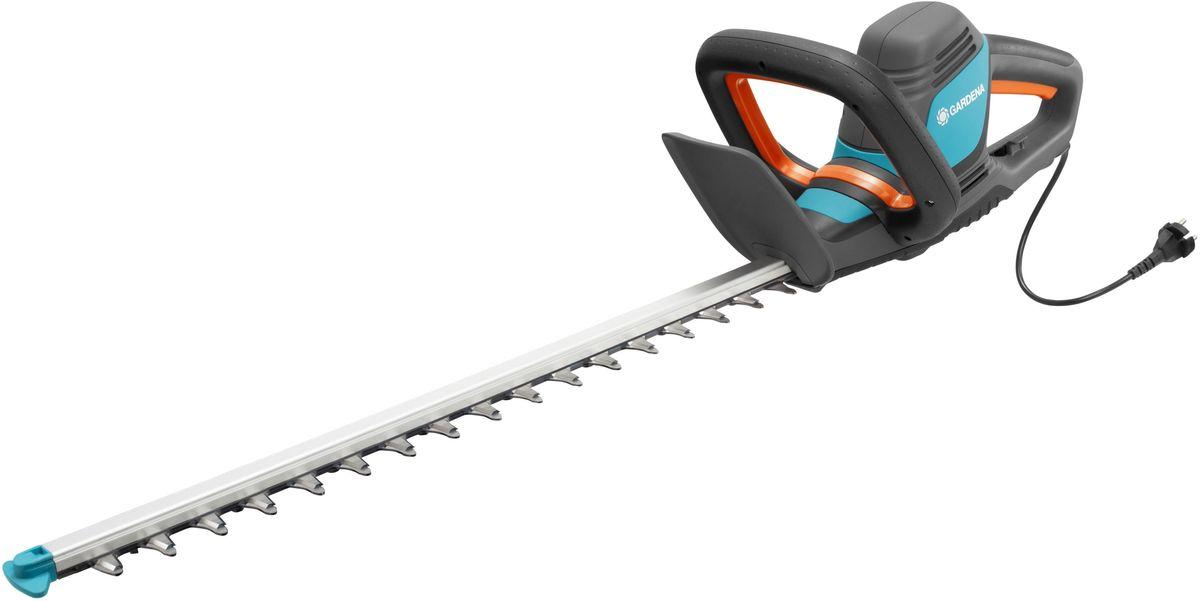 Ножницы для живой изгороди Gardena ComfortCut 600/55, электрические09834-20.000.00Легкие электрические ножницы для живой изгороди GARDENA EasyCut 600/55 прекрасно подходят для удобной стрижки живых изгородей. Благодаря рукоятке эргономичной формы ножницы удобно лежат в руке. Большая кнопка запуска позволяет легко и безопасно включить инструмент в любой ситуации. Оптимизированная геометрия лезвий гарантирует эффективную, быструю и чистую обрезку. Кроме того, она обеспечивает плавность работы при низком уровне вибрации и дает возможность прилагать меньше усилий.