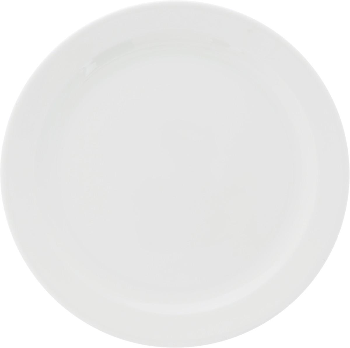 Тарелка мелкая Ariane Прайм, диаметр 24 смAPRARN17024Мелкая тарелка Ariane Прайм, изготовленная из высококачественного фарфора, имеет изысканный внешний вид. Такая тарелка прекрасно подходит как для торжественных случаев, так и для повседневного использования. Идеальна для подачи десертов, пирожных, тортов и многого другого. Она прекрасно оформит стол и станет отличным дополнением к вашей коллекции кухонной посуды. Можно использовать в посудомоечной машине и СВЧ. Диаметр тарелки: 24 см. Высота тарелки: 2 см.