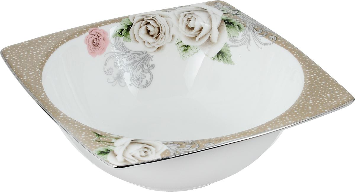 Салатник Florance, 14 х 14 смPR7992Салатник Florance, изготовленный из высококачественного фарфора с глазурованным покрытием, прекрасно подойдет для подачи различных блюд: закусок, салатов или фруктов. Такой салатник украсит ваш праздничный или обеденный стол. Можно мыть в посудомоечной машине и использовать в микроволновой печи. Размер салатника (по верхнему краю): 14 х 14 см. Высота стенки: 5 см.