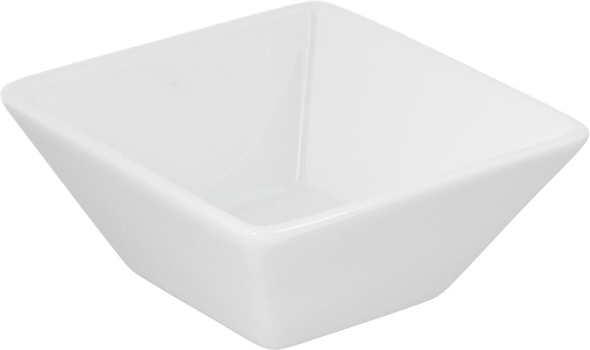 Салатник Ariane Джульет, 100 млAJSARN22094Салатник Ariane Джульет, изготовленный из высококачественного фарфора с глазурованным покрытием, прекрасно подойдет для подачи различных блюд: закусок, салатов или фруктов. Такой салатник украсит ваш праздничный или обеденный стол. Можно мыть в посудомоечной машине и использовать в микроволновой печи. Размер салатника (по верхнему краю): 9 х 9 см. Высота стенки: 4 см. Объем салатника: 100 мл.