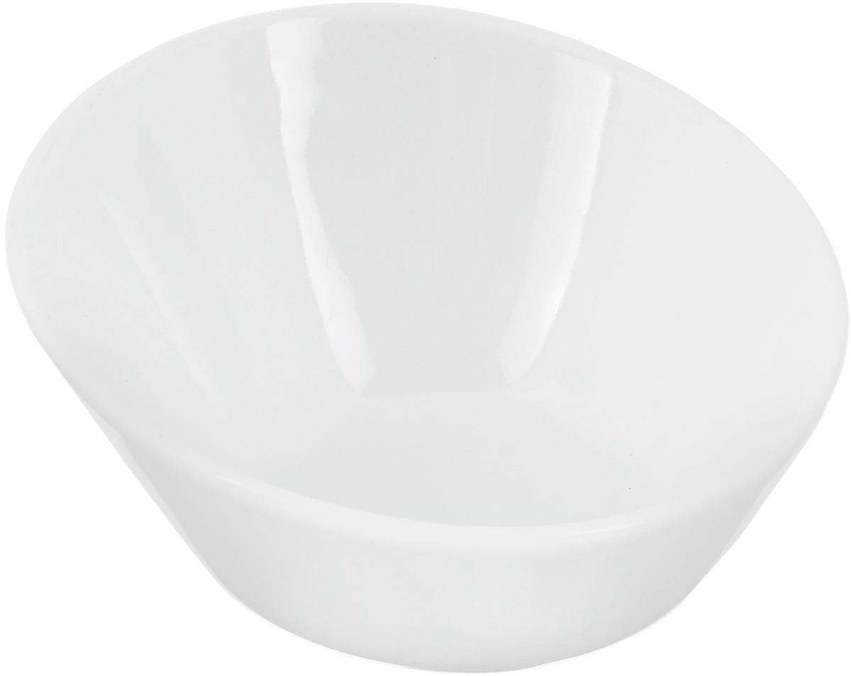 Салатник Ariane Прайм, 90 млAPRARN22001Салатник Ariane Прайм, изготовленный из высококачественного фарфора с глазурованным покрытием, прекрасно подойдет для подачи различных блюд: закусок, салатов или фруктов. Такой салатник украсит ваш праздничный или обеденный стол. Можно мыть в посудомоечной машине и использовать в микроволновой печи. Диаметр салатника (по верхнему краю): 10 см. Диаметр основания: 4,5 см. Высота: 5,5 см. Объем салатника: 90 мл.