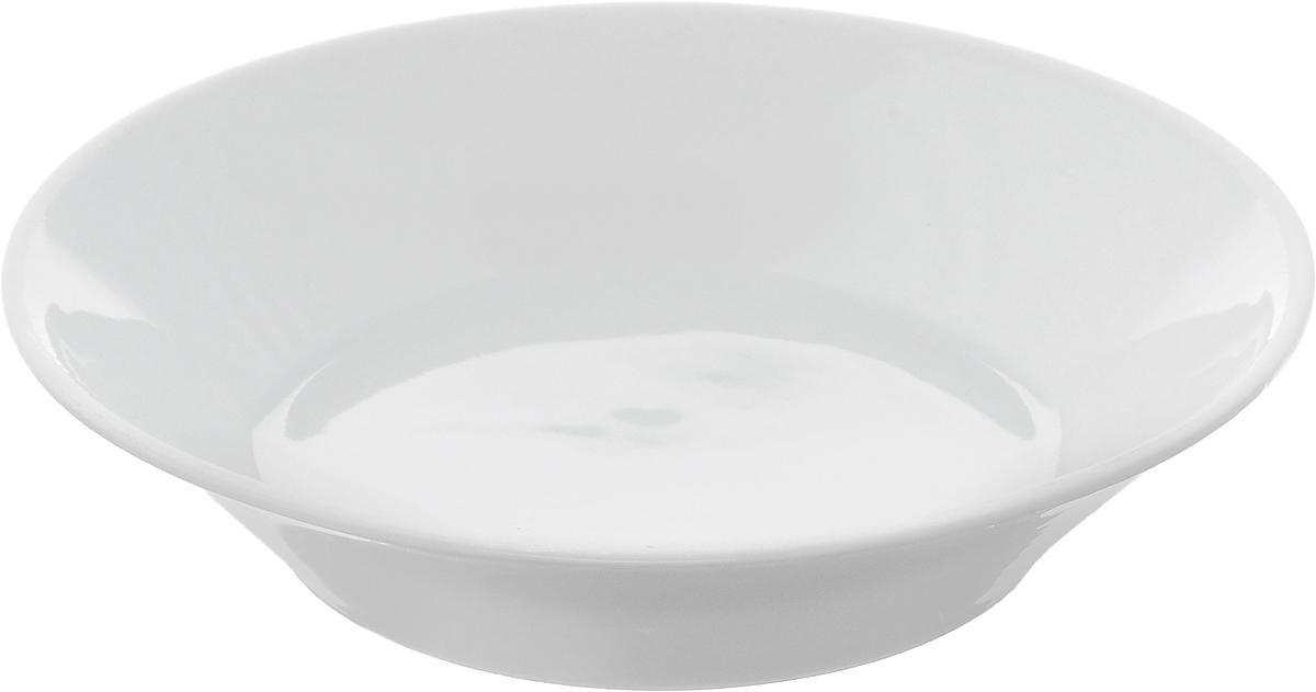 Блюдце Белье, диаметр 14 см1333022_белыйБлюдце Белье, изготовленное из высококачественного фарфора, имеет классическую круглую форму с приподнятыми краями. Изделие прекрасно впишется в интерьер вашей кухни и станет достойным дополнением к кухонному инвентарю. Тарелка Белье подчеркнет прекрасный вкус хозяйки и станет отличным подарком. Высота: 3 см. Диаметр тарелки: 14 см.