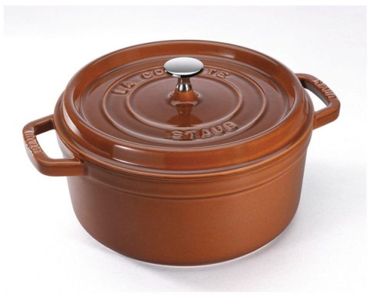 Кокот Staub, круглый, цвет: коричневый, 6,7 л11028806Изготовлена из чугуна, покрытого эмалью снаружи и внутри. Подходит для использования на всех типах плит и в духовке. Перед первым использованием снять этикетки, тщательно вымыть горячей водой с мыльным средством и высушить, затем нанести немного растительного масла на внутреннюю поверхность посуды, излишки масла удалить салфеткой. Мыть жидким моющим средством, без применения абразивных веществ и металлических губок. Пригодна для мытья в посудомоечной машине. При падении на твердую поверхность посуда может треснуть или разбиться. Металлические кухонные принадлежности могут повредить посуду. Избегать резкого нагревания и охлаждения, резкий перепад температуры может привести к повреждению посуды. Чтобы не обжечься, пользуйтесь прихватками.Адрес изготовителя:Zwilling Staub France S.A.S, 47 bis, rue des Vinaigriers, 75010 Paris, FRANCE (Цвиллинг Стауб Франс С.А.С 47 бис, ру де Винаигриерс, 75010 Париж, Франция)