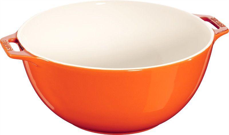 Миска Staub, цвет: оранжевый, диаметр 25 см40511-132Миска Staub изготовлена из керамики покрытой эмалью. Красивая керамическая миска сможет стать привлекательной частью сервировки вашего стола. Кроме того, в ней вы сможете смешать различные ингредиенты во время приготовления блюд. При приготовлении мяса, рыбы, овощей и т. п. в посуде бренда Staub не только сохраняются все полезные вещества, но и придаются особые вкусовые качества приготовляемой пищи. Подходит для приготовления блюд в духовке или микроволновой печи. Можно мыть в посудомоечной машине. Диаметр миски: 25 см.