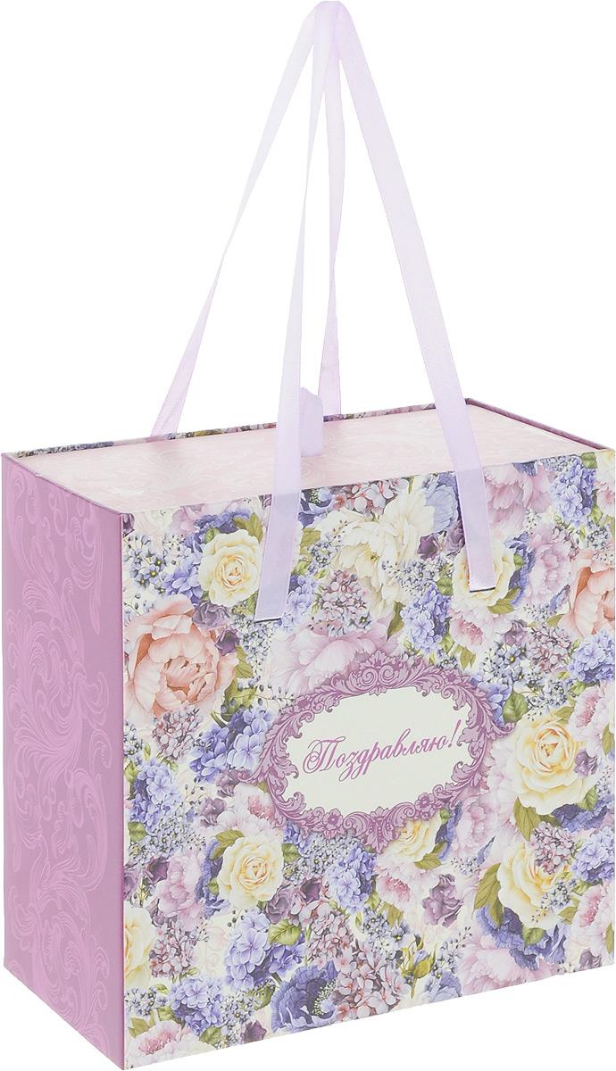 Коробка подарочная Magic Home Лиловые букеты, 18 х 18 х 9,5 см44275Подарочная коробка Magic Home Лиловые букеты, выполненная из плотного картона, оформлена красивым цветочным рисунком. Изделие имеет текстильные ручки. Подарочная коробка - это наилучшее решение, если вы хотите порадовать ваших близких и создать праздничное настроение, ведь подарок, преподнесенный в оригинальной упаковке, всегда будет самым эффектным и запоминающимся. Окружите близких людей вниманием и заботой, вручив презент в нарядном, праздничном оформлении. Размеры: 18 х 18 х 9,5 см.