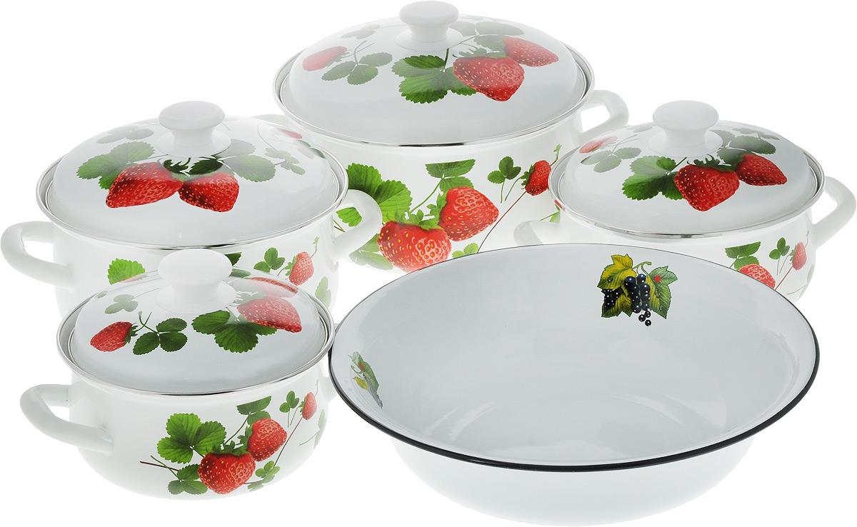 Набор посуды КМК Летняя ягода - 1, 9 предметовЛетняя ягода-1Набор посуды КМК Летняя ягода - 1, состоящий из миски и четырех кастрюль с крышками, изготовлен из высококачественной стали с эмалированным покрытием и оформлен изображением ягод. Эмалевое покрытие, являясь стекольной массой, не вызывает аллергии и надежно защищает пищу от контакта с металлом. Внутренняя поверхность идеально ровная, что значительно облегчает мытье. Покрытие устойчиво к механическому воздействию, не царапается и не сходит, а стальная основа практически не подвержена механической деформации, благодаря чему срок эксплуатации увеличивается. Кастрюли оснащены крышками, выполненными из стали с эмалированным покрытием, которые имеют удобные пластиковые ручки. Подходят для всех типов плит, включая индукционные. Можно мыть в посудомоечной машине. Высота стенок кастрюль: 9 см; 9,5 см; 11 см; 12,5 см. Диаметр кастрюль (по верхнему краю): 16 см; 18 см; 20 см; 23 см. Ширина кастрюль (с учетом ручек): 23,5 см; 25,5 см; 27,5 см; 31 см....