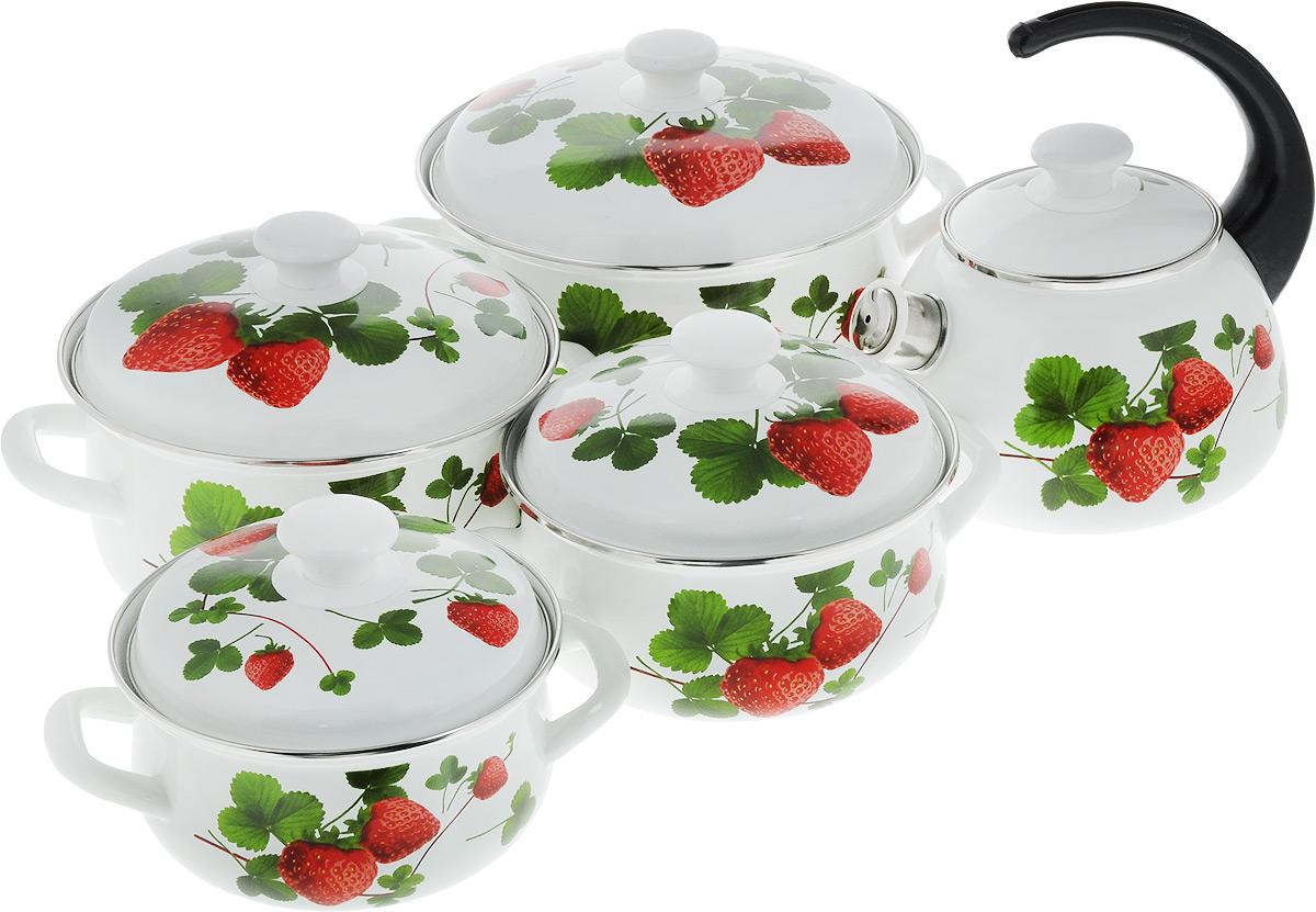 Набор посуды КМК Летняя ягода, 10 предметовЛетняя ягодаНабор посуды КМК Летняя ягода, состоящий из чайника и четырех кастрюль с крышками, изготовлен из высококачественной стали с эмалированным покрытием и оформлен изображением ягод. Эмалевое покрытие, являясь стекольной массой, не вызывает аллергии и надежно защищает пищу от контакта с металлом. Внутренняя поверхность идеально ровная, что значительно облегчает мытье. Покрытие устойчиво к механическому воздействию, не царапается и не сходит, а стальная основа практически не подвержена механической деформации, благодаря чему срок эксплуатации увеличивается. Кастрюли и чайник оснащены крышками, выполненными из стали с эмалированным покрытием, которые имеют удобные пластиковые ручки. Чайник оснащен пластиковой ручкой. Носик чайника дополнен свистком, звуковой сигнал, которого подскажет когда закипит вода. Подходят для всех типов плит, включая индукционные. Можно мыть в посудомоечной машине. Высота стенок кастрюль: 9 см; 9,5 см; 11,5 см; 12,5...