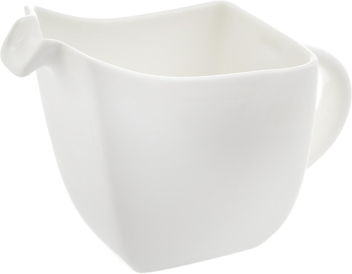 Соусник Ariane Rectangle, 250 млAVRARN32025Соусник Ariane Rectangle изготовлен из высококачественного фарфора, покрытого глазурью. Изделие предназначено для сервировки соусов, снабжено удобным носиком и ручкой. Такой соусник пригодится в любом хозяйстве, он подойдет как для праздничного стола, так и для повседневного использования. Изделие функциональное, практичное и легкое в уходе. Уникальный состав сырья, новейшие технологии и контроль качества гарантируют: снижение риска сколов, повышение термической и механической прочности, высокую сопротивляемость шоковым воздействиям, высокую устойчивость к стиранию, устойчивость к царапинам, возможность использования в духовых, микроволновых печах и посудомоечных машинах без потери внешнего вида, гладкий и блестящий внешний вид, абсолютная функциональность, защиту от деформации.