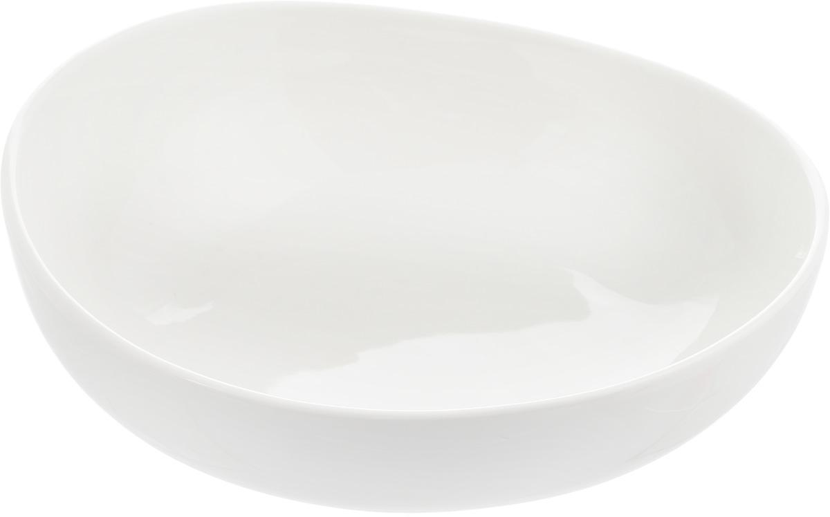 Салатник Ariane Коуп, 700 млAVCARN22018Салатник Ariane Коуп, изготовленный из высококачественного фарфора с глазурованным покрытием, прекрасно подойдет для подачи различных блюд: закусок, салатов или фруктов. Такой салатник украсит ваш праздничный или обеденный стол. Можно мыть в посудомоечной машине и использовать в микроволновой печи. Размер салатника (по верхнему краю): 17,5 х 18 см. Диаметр основания: 9 см. Высота стенки: 6 см. Объем салатника: 700 мл.