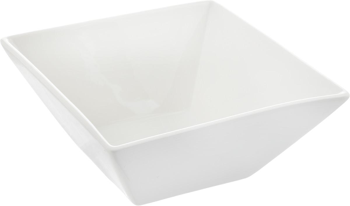 Салатник Ariane Джульет, 650 млAJSARN22015Салатник Ariane Джульет, изготовленный из высококачественного фарфора с глазурованным покрытием, прекрасно подойдет для подачи различных блюд: закусок, салатов или фруктов. Такой салатник украсит ваш праздничный или обеденный стол. Можно мыть в посудомоечной машине и использовать в микроволновой печи. Размер салатника (по верхнему краю): 15 х 15 см. Высота стенки: 6,5 см. Объем салатника: 650 мл.
