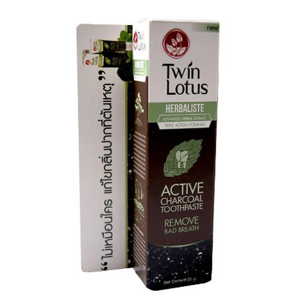 Twin Lotus Зубная паста угольная Active Charcoal 25 гр.135Черного цвета, состоит на 94,14% из натуральных компонентов и обладает тройным действием: активированный уголь эффективно удаляет зубной налет и зубной камень; гвоздичное масло и гуава борются с появлением бактерий, являющихся причиной образования налета; устраняет запах изо рта, в том числе после курения, обладает отбеливающими свойствами, предотвращает стирание эмали и возникновение микротрещин. Щадящая формула зубной пасты подходит для чувствительных зубов и при кровоточивости десен.