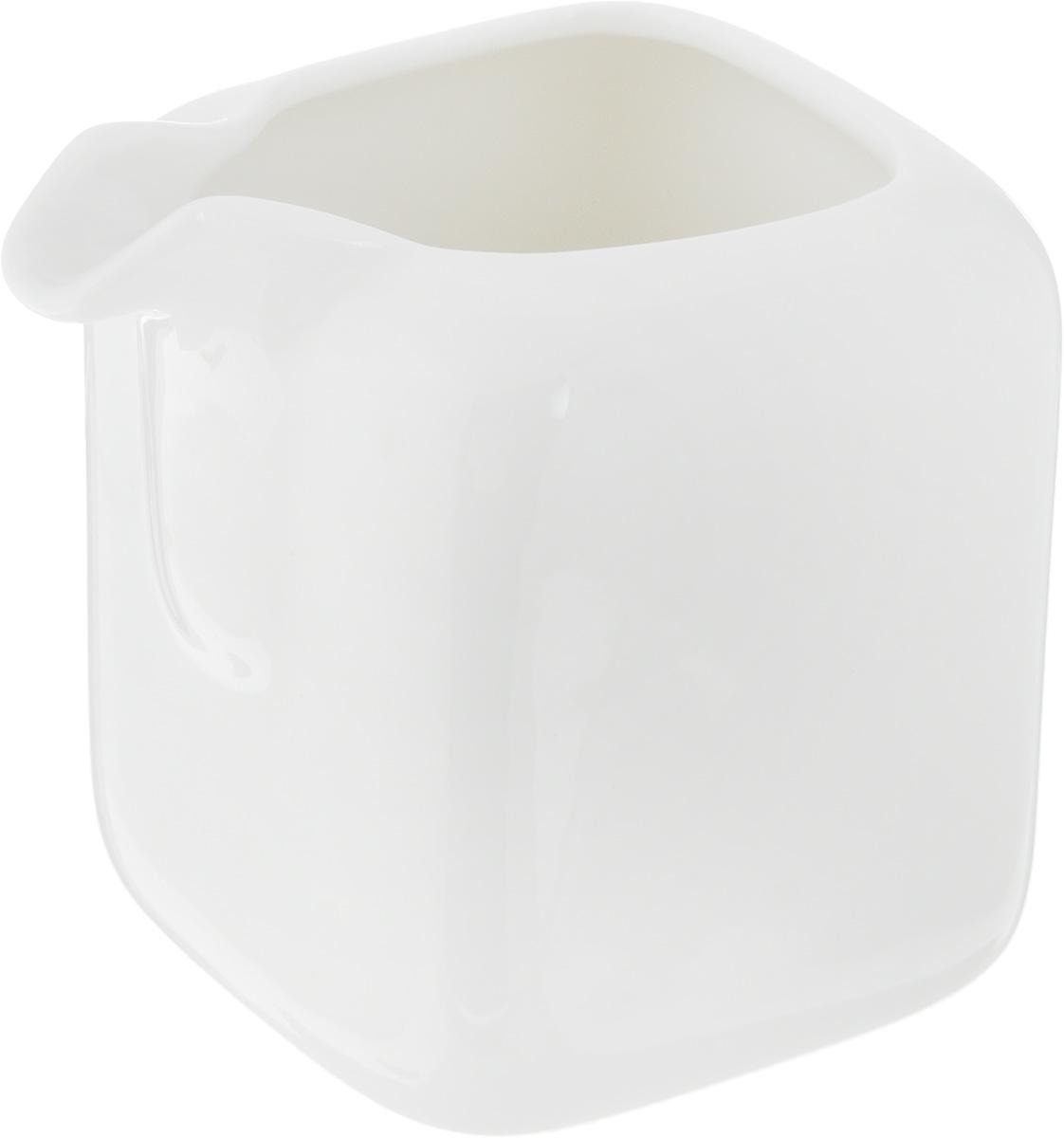Молочник Ariane Vital Square, 150 млAVSARN64015Молочник Ariane Vital Square изготовлен из высококачественного фарфора, покрытого глазурью. Изделие предназначено для сервировки сливок или молока. Такой молочник отлично подойдет как для праздничного чаепития, так и для повседневного использования. Изделие функциональное, практичное и легкое в уходе. Размеры: 6 х 8 х 8 см.