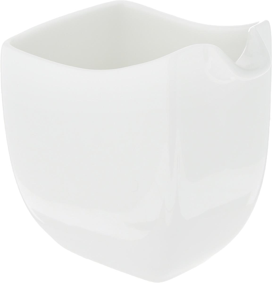 Молочник Ariane Rectangle, 150 млAVRARN64015Элегантный молочник Ariane Rectangle, выполненный из высококачественного фарфора с глазурованным покрытием, предназначен для подачи сливок, соуса и молока. Изящный, но в то же время простой дизайн молочника, станет прекрасным украшением стола. Можно мыть в посудомоечной машине и использовать в микроволновой печи. Размер молочника (по верхнему краю): 5,5 х 8 см. Высота молочника: 9 см.