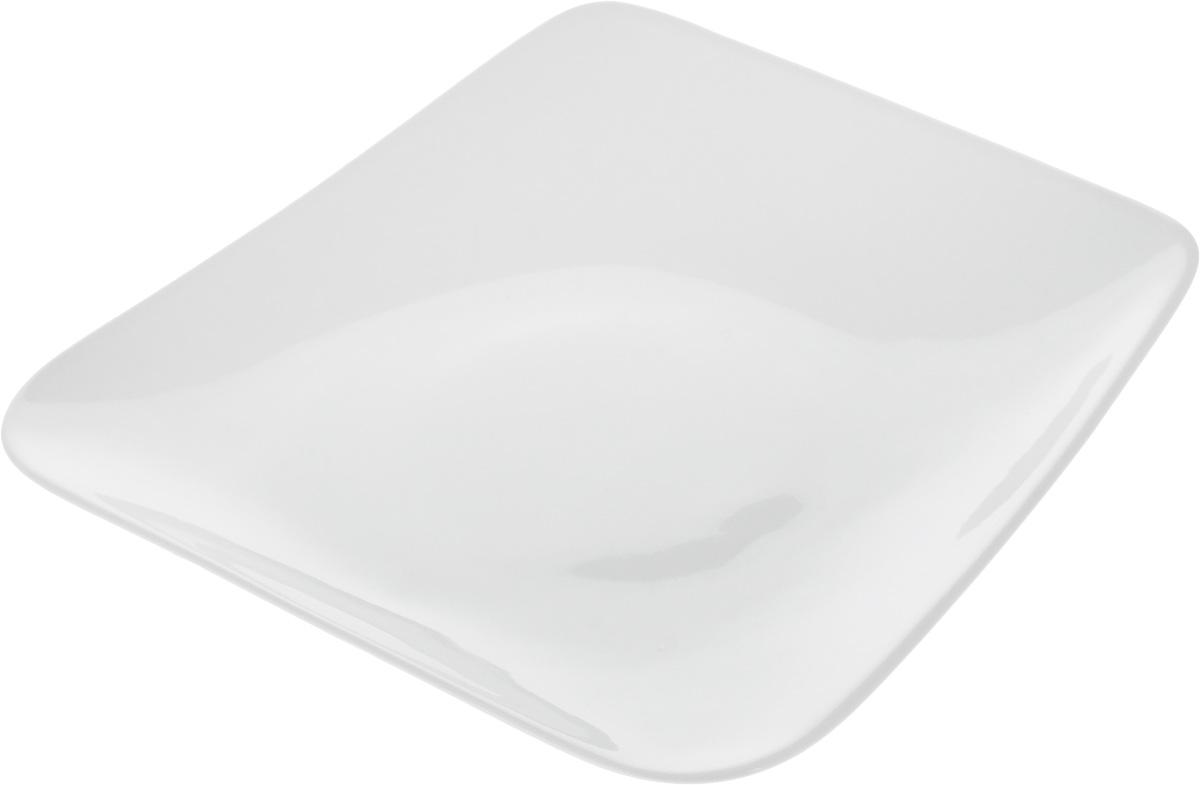 Тарелка Ariane Rectangle, 20,5 х 19,5 смAVRARN11021Оригинальная тарелка Ariane Rectangle изготовлена из высококачественного фарфора с глазурованным покрытием и имеет приподнятый край. Изделие идеально подходит для сервировки закусок и других блюд. Такая тарелка прекрасно впишется в интерьер вашей кухни и станет достойным дополнением к кухонному инвентарю. Можно мыть в посудомоечной машине и использовать в микроволновой печи. Размер тарелки (по верхнему краю): 20,5 х 19,5 см. Максимальная высота тарелки: 3,5 см.
