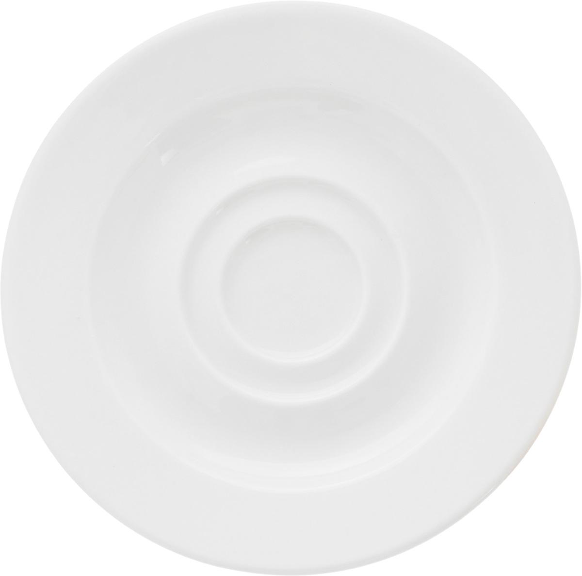 Блюдце Ariane Прайм, диаметр 12,5 смAPRARN14013Оригинальное блюдце Ariane Прайм изготовлено из фарфора с глазурованным покрытием. Изделие сочетает в себе классический дизайн с максимальной функциональностью. Блюдце прекрасно впишется в интерьер вашей кухни и станет достойным дополнением к кухонному инвентарю. Можно мыть в посудомоечной машине и использовать в микроволновой печи. Диаметр блюдца (по верхнему краю): 12,5 см. Высота блюдца: 1,5 см.