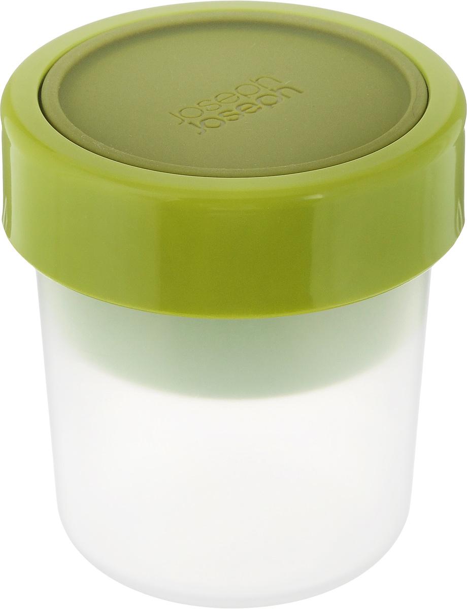 Ланч-бокс Joseph Joseph GoEat, компактный81025Ланч-бокс Joseph Joseph GoEat, выполненный из высококачественного полипропилена, состоит из двух емкостей, силиконовой крышки и фиксирующего кольца. Такой ланч-бокс позволяют переносить составляющие перекуса в раздельных герметичных секциях. В нем можно перевозить самые разные продукты: от йогурта с гранолой до овощей с соусами. Он идеален для пикников и обедов навынос. Крышка и фиксирующее кольцо надежно защитят содержимое от протекания. В пустом состоянии обе части ланч-бокса компактно складываются одна в другую, чтобы сэкономить место в вашей сумке. Ланч-бокс подходит не только для разогрева пищи, но и для заморозки. Можно мыть в посудомоечной машине. Размер емкости на 240 мл: 8 х 8 х 8 см. Размер емкости на 100 мл: 7 х 7 х 4 см. Размер ланч-бокса в первом варианте сборки: 8,5 х 8,5 х 12,5 см. Размер ланч-бокса во втором варианте сборки: 8,5 х 8,5 х 9,5 см.