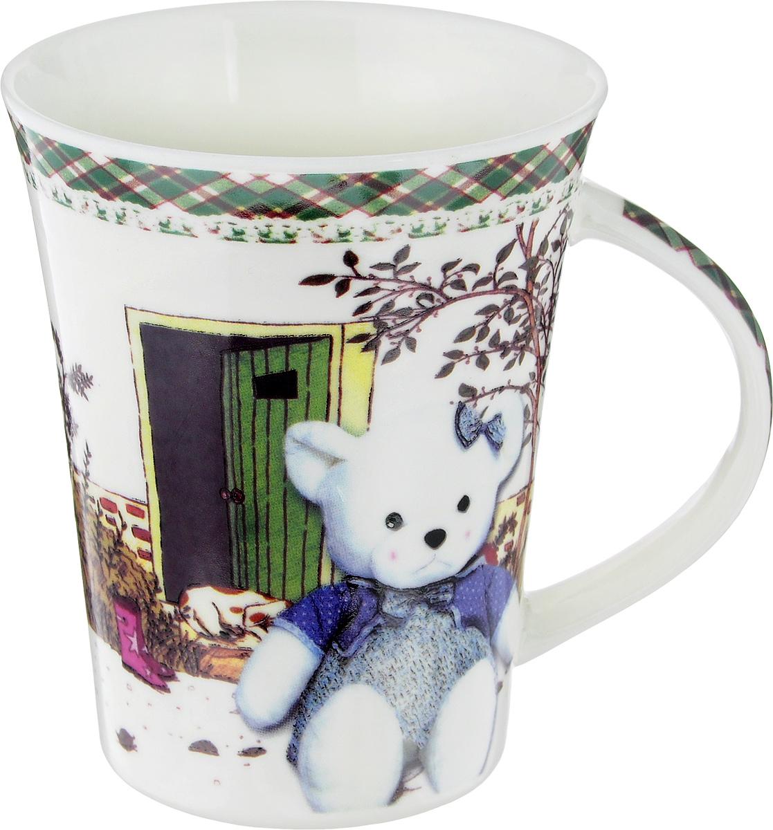 Кружка Liling Quanhu Медведи на даче, 380 млLQB18-T0406Кружка Liling Quanhu Медведи на даче выполнена из высококачественного фарфора с глазурованным покрытием и оформлена оригинальным изображением. Такая кружка станет отличным дополнением к сервировке семейного стола и замечательным подарком для ваших родных и друзей.