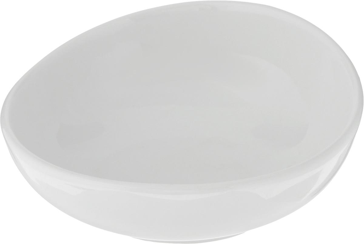 Салатник Ariane Коуп, 170 млAVCARN22012Салатник Ariane Коуп, изготовленный из высококачественного фарфора с глазурованным покрытием, прекрасно подойдет для подачи различных блюд: закусок, салатов или фруктов. Такой салатник украсит ваш праздничный или обеденный стол. Можно мыть в посудомоечной машине и использовать в микроволновой печи. Диаметр салатника (по верхнему краю): 12 см. Диаметр основания: 6,5 см. Высота стенки: 4,5 см. Объем салатника: 170 мл.