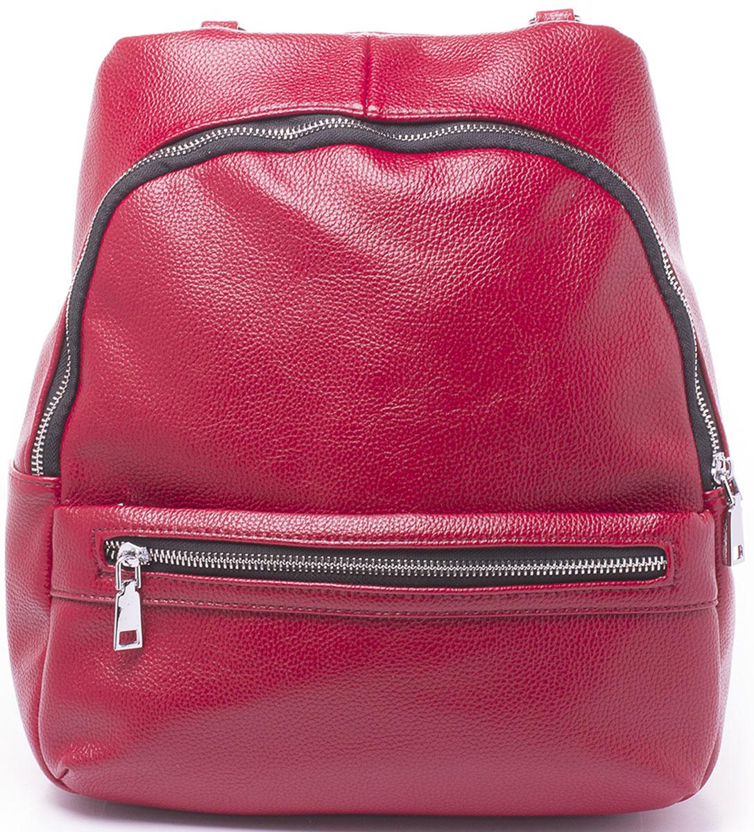 Рюкзак женский Baggini, цвет: красный. 29909/6929909/69Рюкзак Baggini - модное и практичное решение. Рюкзак можно носить как на регулируемых по длине лямках, так и на наплечном ремне, как сумку. Изделие выполнено из экокожи и имеет одно большое отделение внутри, которое застегивается на молнию. Само отделение вмещает в себя еще три кармана: два накладных кармашка для телефона и мелочей и один прорезной на застежке-молнии. Так же рюкзак оснащен двумя находящимися рядом карманами спереди и одним сзади, оба на застежке-молнии.