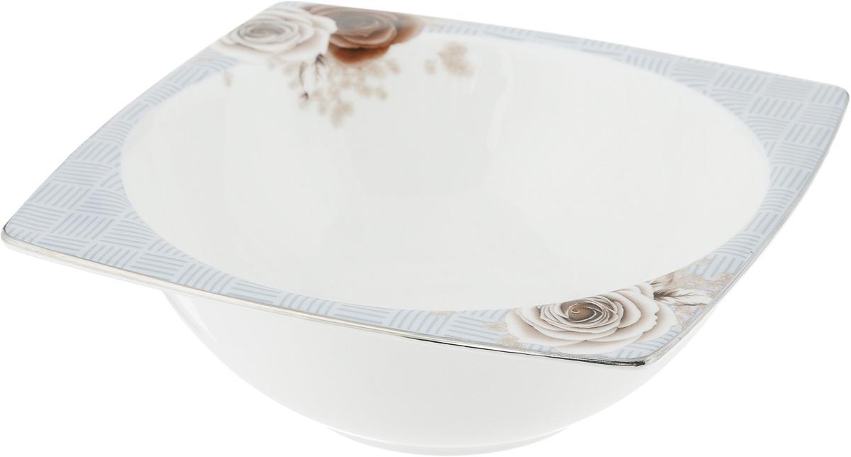 Салатник Дэниш, 14 х 14 смPR7991Салатник Дэниш, изготовленный из высококачественного фарфора с глазурованным покрытием, прекрасно подойдет для подачи различных блюд: закусок, салатов или фруктов. Такой салатник украсит ваш праздничный или обеденный стол. Можно мыть в посудомоечной машине и использовать в микроволновой печи. Размер салатника (по верхнему краю): 14 х 14 см. Высота стенки: 5 см.
