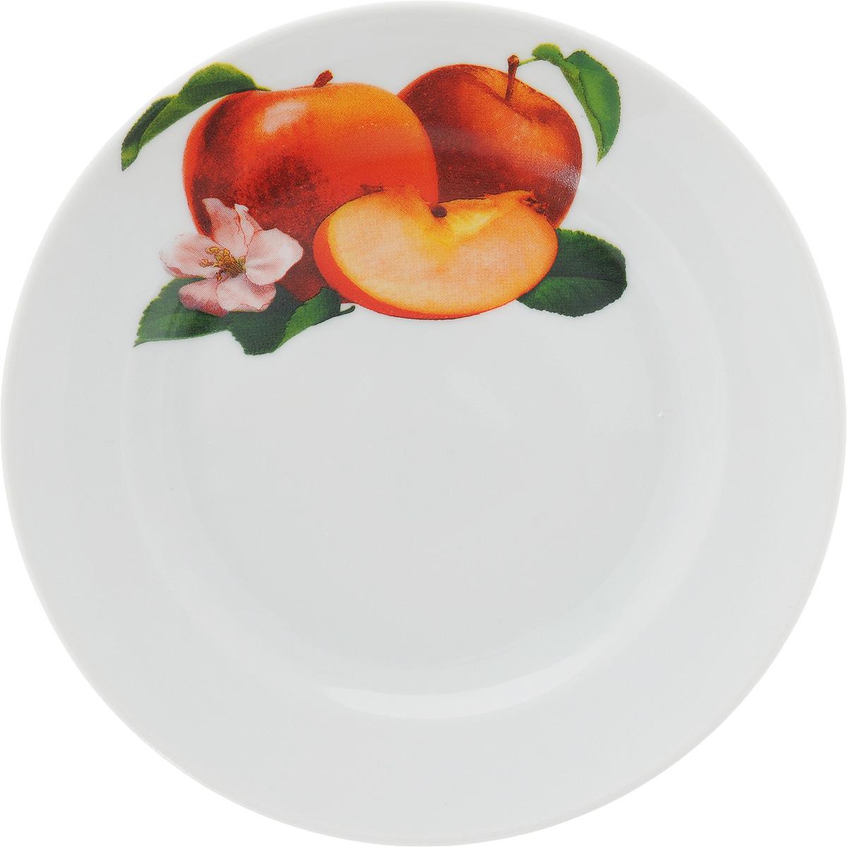 Тарелка Идиллия. Яблоко, диаметр 17 см1303835_яблокоТарелка Идиллия. Яблоко изготовлена из высококачественного фарфора и оформлена красочным изображением яблок. Изделие сочетает в себе изысканный дизайн с максимальной функциональностью. Тарелка отлично дополнит сервировку стола и станет практичным приобретением для вашей кухни.