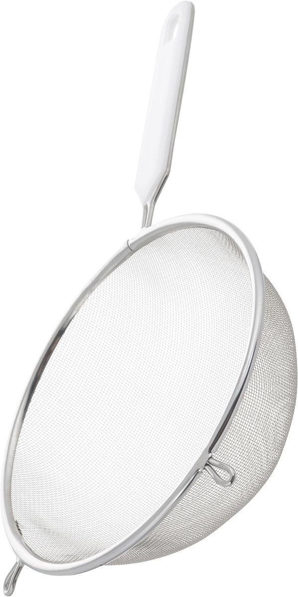 Ситечко Axentia, цвет: белый, стальной, диаметр 18 см200745_белый, стальнойСитечко Axentia, выполненное из нержавеющей стали, станет незаменимым аксессуаром на вашей кухне. Оно предназначено для просеивания и процеживания. Удобная ручка с пластиковой вставкой не позволит выскользнуть изделию из вашей руки. Ручка имеет отверстие, с помощью которого изделие можно подвесить в удобном для вас месте. Такое ситечко станет достойным дополнением к кухонному инвентарю. Диаметр ситечка по верхнему краю: 18 см. Глубина ситечка: 6 см. Длина ручки: 15 см.