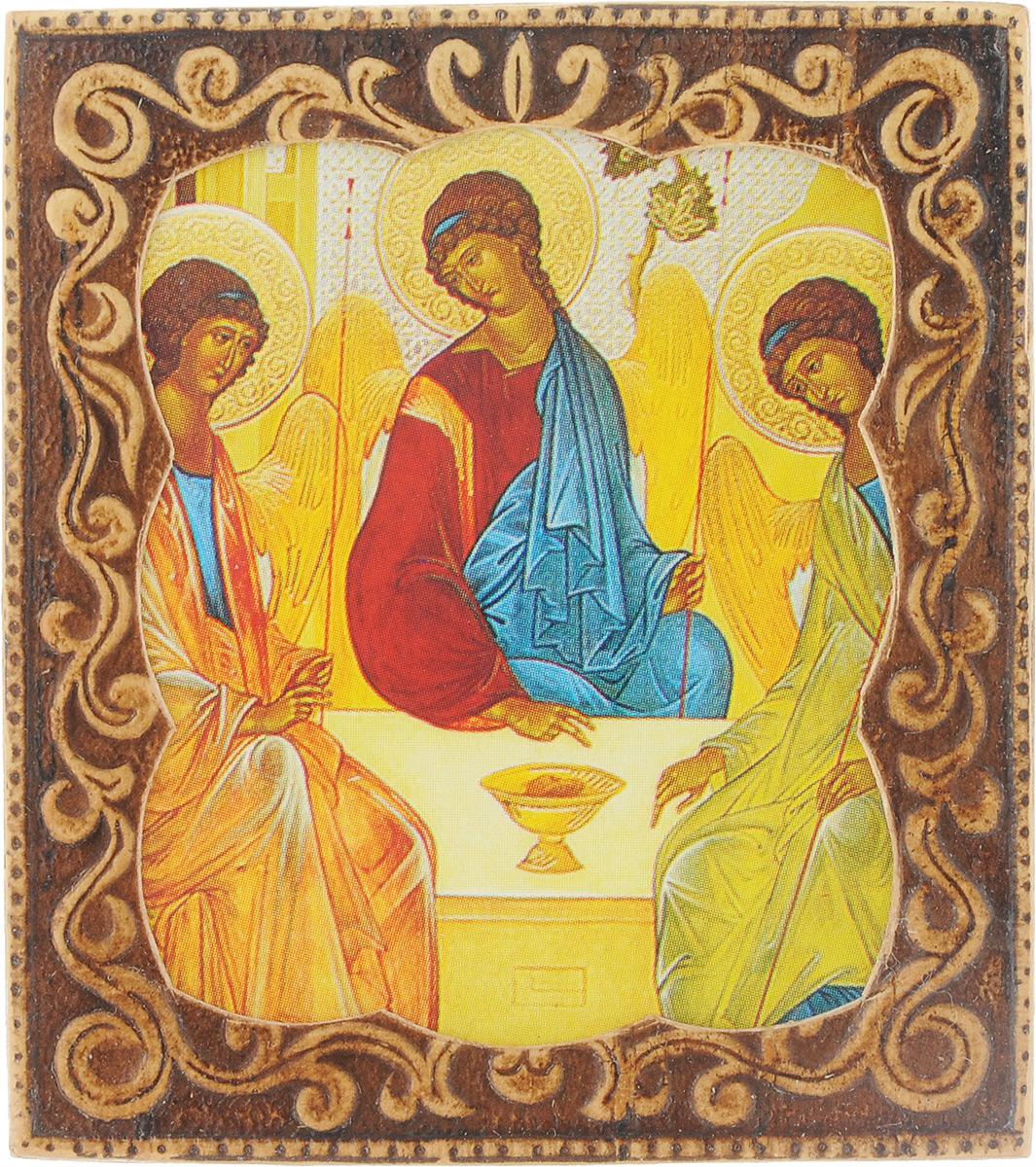 Икона Sima-land Святая Троица, 6 х 6,5 см583641_Святая ТроицаИкона Sima-land Святая Троица выполнена из бересты с изящным рельефным орнаментом. Обладает удобным небольшим размером, чтобы всегда быть с вами. Икона полностью соответствует канонам Русской Православной Церкви. Молитвенные прошения, возносимые перед образом, помогут справиться с разными испытаниями, найти правильный путь и тому подобное. Регулярные обращения к Высшим силам помогают избавиться от самых сильных драматических переживаний. Икона помогает увидеть необходимый и желанный луч надежды. Для верующих икона Святая Троица имеет важное значение, поскольку она помогает решить все проблемы, которые не дают покоя. Перед иконой можно читать исповедальные молитвы, которые позволят очиститься от существующего негатива и греховности. Считается, что рассказывая о своих грехах перед образом Святой Троицы, верующий практически напрямую разговаривает с Богом.